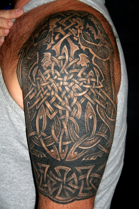 8b29e9a68dce1 10 Stunning Irish Tribal Tattoos